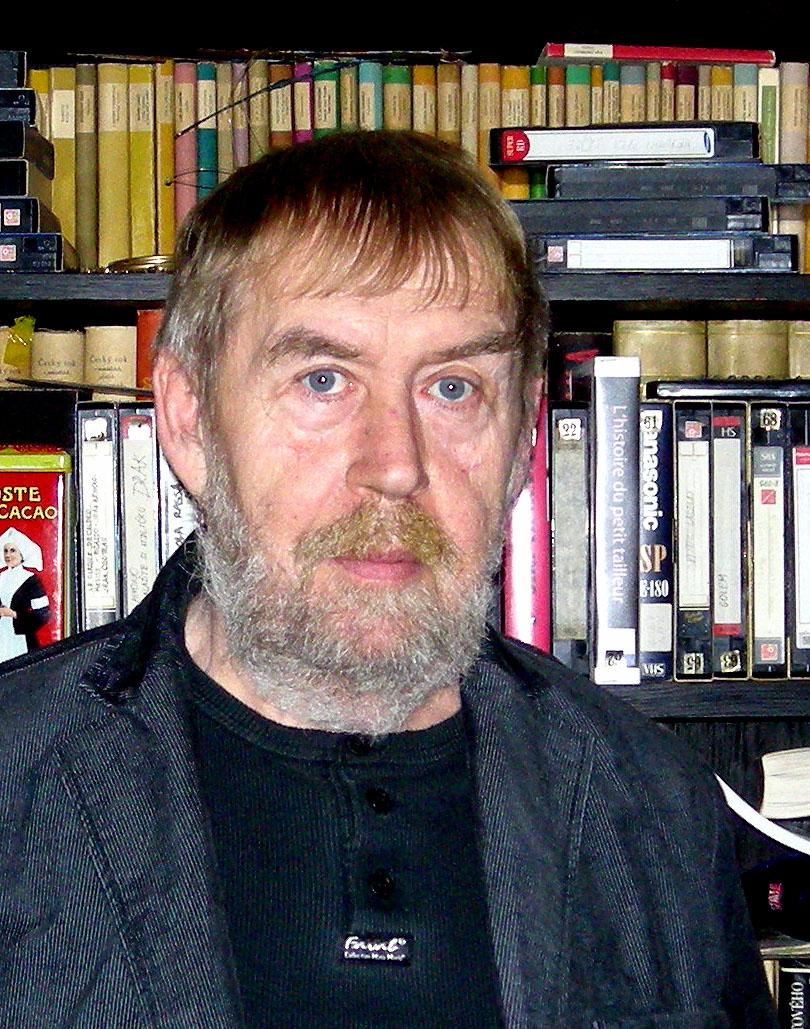 Alois Tománek (1942-2011), scénographe, concepteur de marionnettes et pédagogue tchèque. Photo réproduite avec l'aimable autorisation de Archives de Nina Malíková.