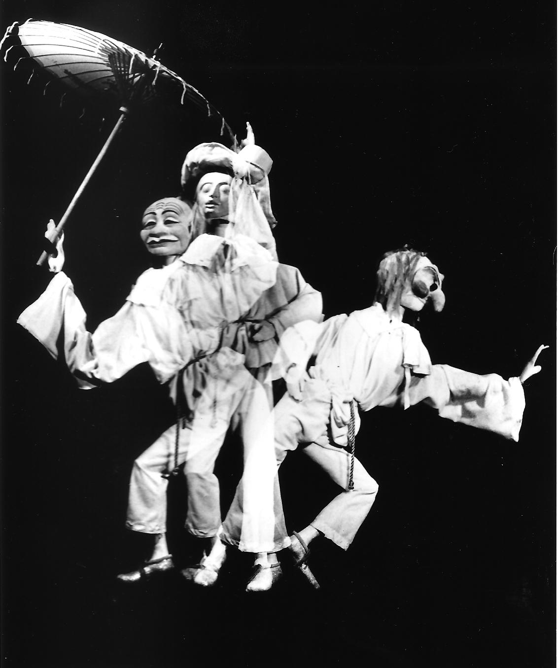<em>Pierrot in Five Masks</em> (vers 1984) par Barry Smith. Marionnette de style Bunraku, hauteur : 1,5 m. Photo réproduite avec l'aimable autorisation de Collection : The National Puppetry Archive