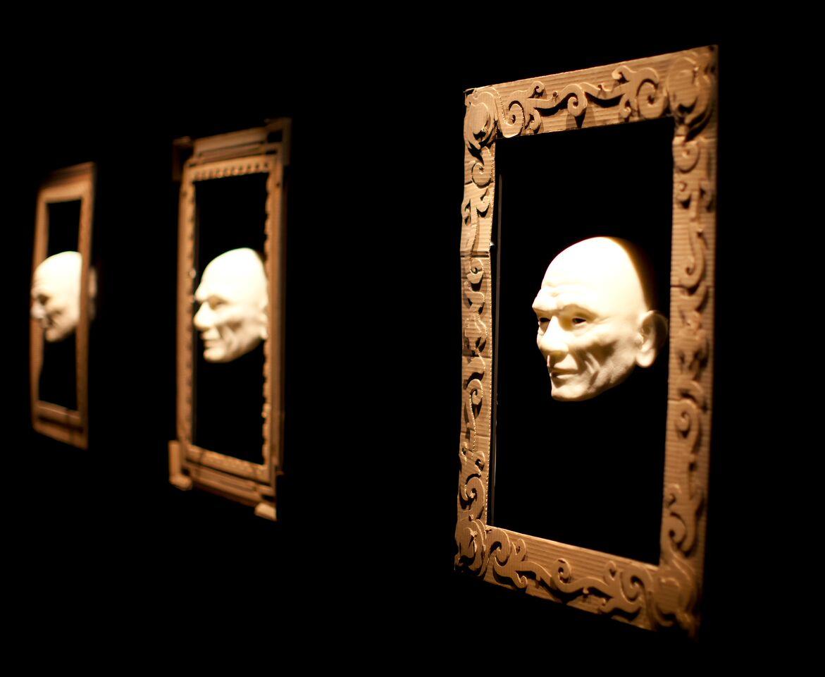 <em>The Heads</em> par le Blind Summit (Londres, Royaume-Uni). Photo réproduite avec l'aimable autorisation de Mark Down