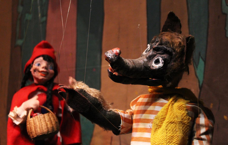 Lobo et Chapeuzinho (le Loup et le Petit Chaperon rouge), deux marionnettes à fils par Odila Cardoso de Sena, Teatro Infantil de Marionetes (TIM). Photo: Carlos Mezeck de Sena