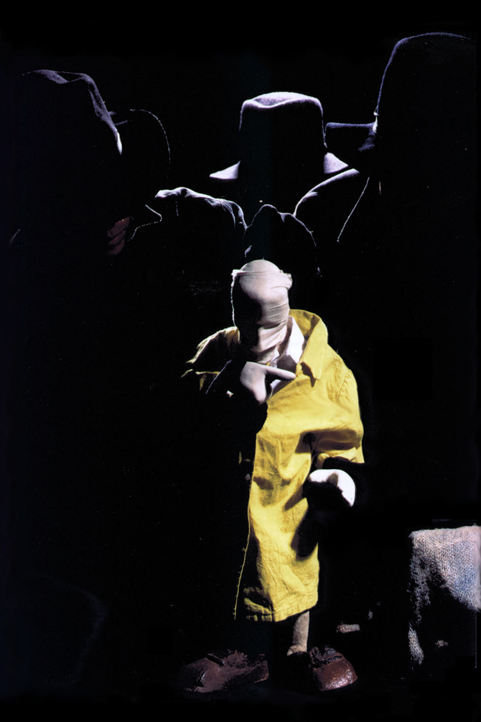 Miguel Vellinho, Luiz André Cherubini et Sandra Vargas dans <em>Beckett</em> (1992) de Samuel <em>Beckett</em> par le Grupo Sobrevento (São Paulo, Brésil), mise en scène : Luiz André Cherubini, conception : Grupo Sobrevento. Collection : Grupo Sobrevento. Photo: Rodrigo Lopes