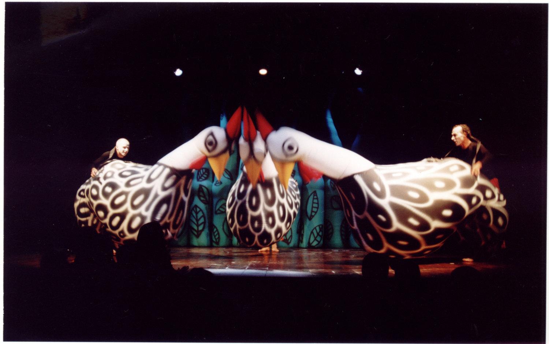 <em>Bichos do Brasil</em> (2001) par la compagnie brésilienne, Pia Fraus (São Paulo, Brazil), mise en scène : Beto Andretta, production : Pia Fraus, cast: Beto Andretta, Beto Lima, Ricardo Iazetta. Photo: Paquito