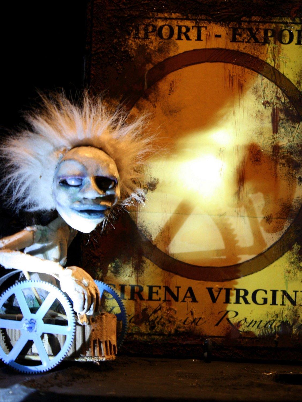 <em>Le Cirque Orphelin</em> (2010) par Les Sages Fous. Québec, Canada. Photo: Sylvain Longpré