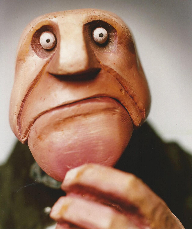 This, personnage de <em><em>The Unlikely Birth of</em> Istvan</em> (2000) par le Old Trout Puppet Theatre Workshop. Bois. Photo: Jason Stang