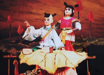 <em>Nezha</em> (哪吒, 1988) by Chengdu Muou Piying Jutuan (Centre for the Preservation of Intangible Cultural Heritage, Chengdu, Sichuan Province, People's Republic of China), direction: Xiong Zhengkun, design/construction: Liu Ji, puppeteers: Liang Kaitong, Wu Wenhui. Rod puppets, height: 70-100 cm. Photo: Pan Yi