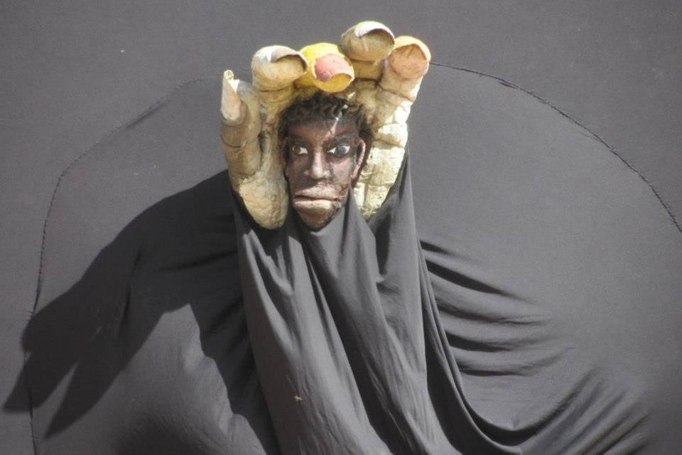 Adjibadjibanain, a character in <em>Le Tambour de l'union</em> (2012) by Compagnie Ivoire Marionnettes (Abatta, Abidjan, Côte d'Ivoire), conception, direction and design: Soro Badrissa, performer: Soro Badrissa. Photo courtesy of Soro Badrissa