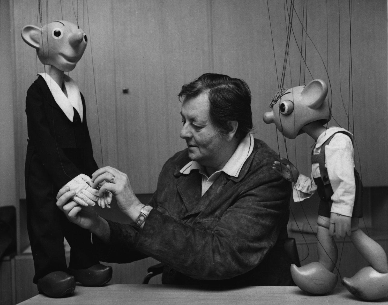Miloš <em>Ki</em>rs<em>c</em>hner (1927-1996), un a<em>c</em>tor de teatro de títeres, dire<em>c</em>tor y autor de obras para el teatro de títeres <em>c</em>he<em>c</em>o. Foto: Pavel Hořejší