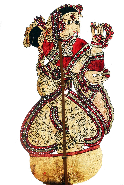 Draupadî, épouse des prin<em>c</em>es Pândava dans le Mahâbhârata, une marionnette d'ombre en <em>c</em>uir, <em>togalu gombeyata</em>, par le maître marionnettiste Gunduraju (Hassan, Karnataka, Inde). Photo réproduite avec l'aimable autorisation de Atul Sinha