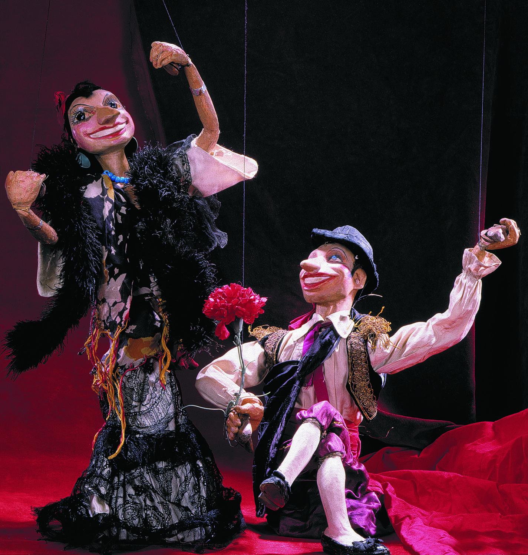 Les marionnettes à fils pour <em>Ispansky tanets</em> (La Danse espagnole, 1960), par le Teatr marionetok Evgeniya Demmeni (Leningrad / Saint-Pétersbourg, URSS / Russie), mise en scène : Evgueni Demmeni, scénographieet sculpture : Maria Artyukhova. Photo réproduite avec l'aimable autorisation de Collection : Teatr marionetok imeni E.S. Demmeni (Saint-Pétersbourg, Russie)