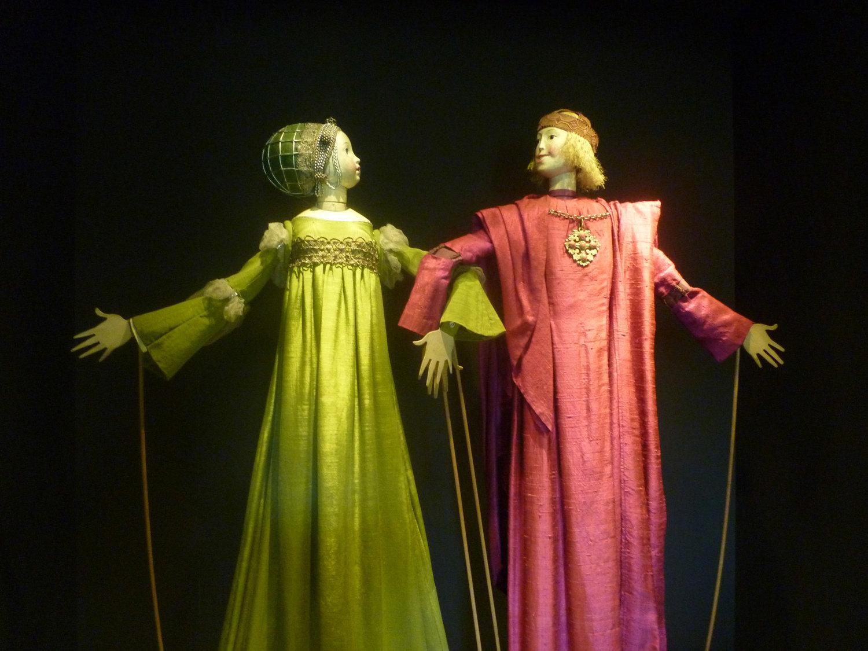 La comtesse et le comte Flores, marionnettes à tiges d'El Romance de la Condesita monté par Francisco Peralta. Photo: Nati Cuevas Zugazagoitia