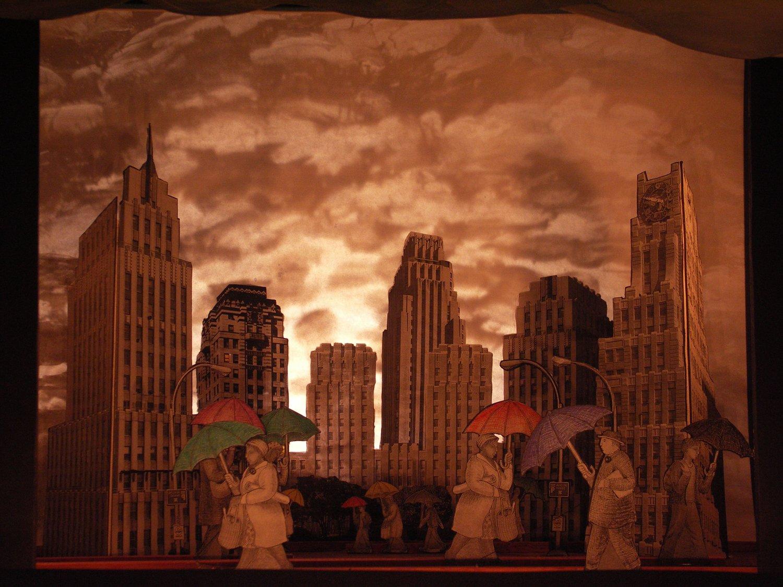 <em>Blue Skies</em> (première, Preetz Papierteatertreffen, septembre 2007) par Great Small Works (New York, États-Unis), créé par Trudi Cohen, Cate Kelley et Ron Kelley. Théâtre de papier. Photo: Rainer Sennewald