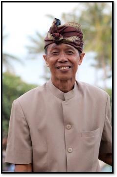 I Wayan Wija (1952- ) de Banjar Babakan, Sukawati, la Regencia de Gianyar, Bali, <em>dalang</em> innovador de <em>wayang</em> parwa balinés. Fotografía cortesía de UNIMA-Indonesia