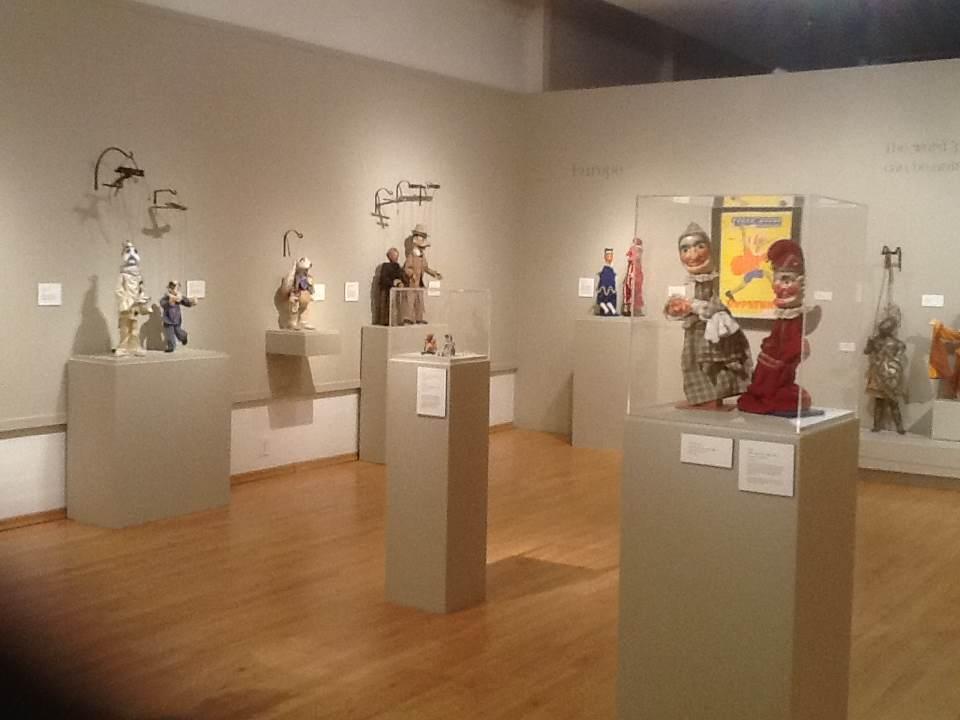 Exposition, International Puppetry Museum (IPM), janvier / avril 2014 pour le Bakersfield Museum of Art (Californie, États-Unis). Photo réproduite avec l'aimable autorisation de Alan Cook