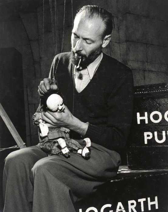 Jan Bussell en 1952. Photo réproduite avec l'aimable autorisation de The National Puppetry Archive