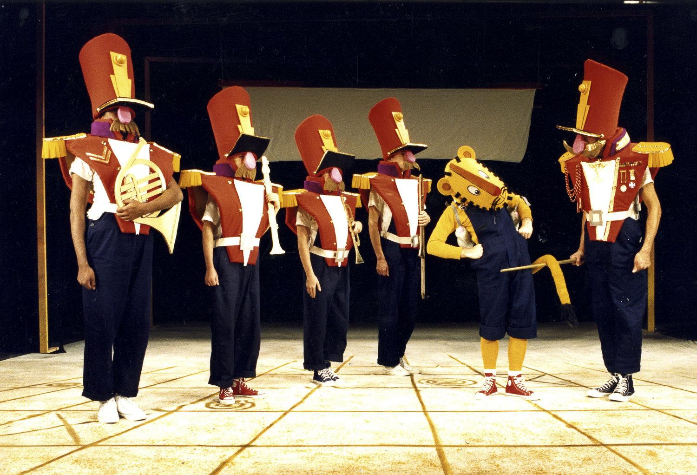<em>Little Tiger Peter</em> (1976) par le Cannon Hill Puppet Theatre (Birmingham, Royaume-Uni), mise en scène, conception et fabrication : John M. Blundall. Techniques mixtes (masques et marionnettes). Photo: John M. Blundall