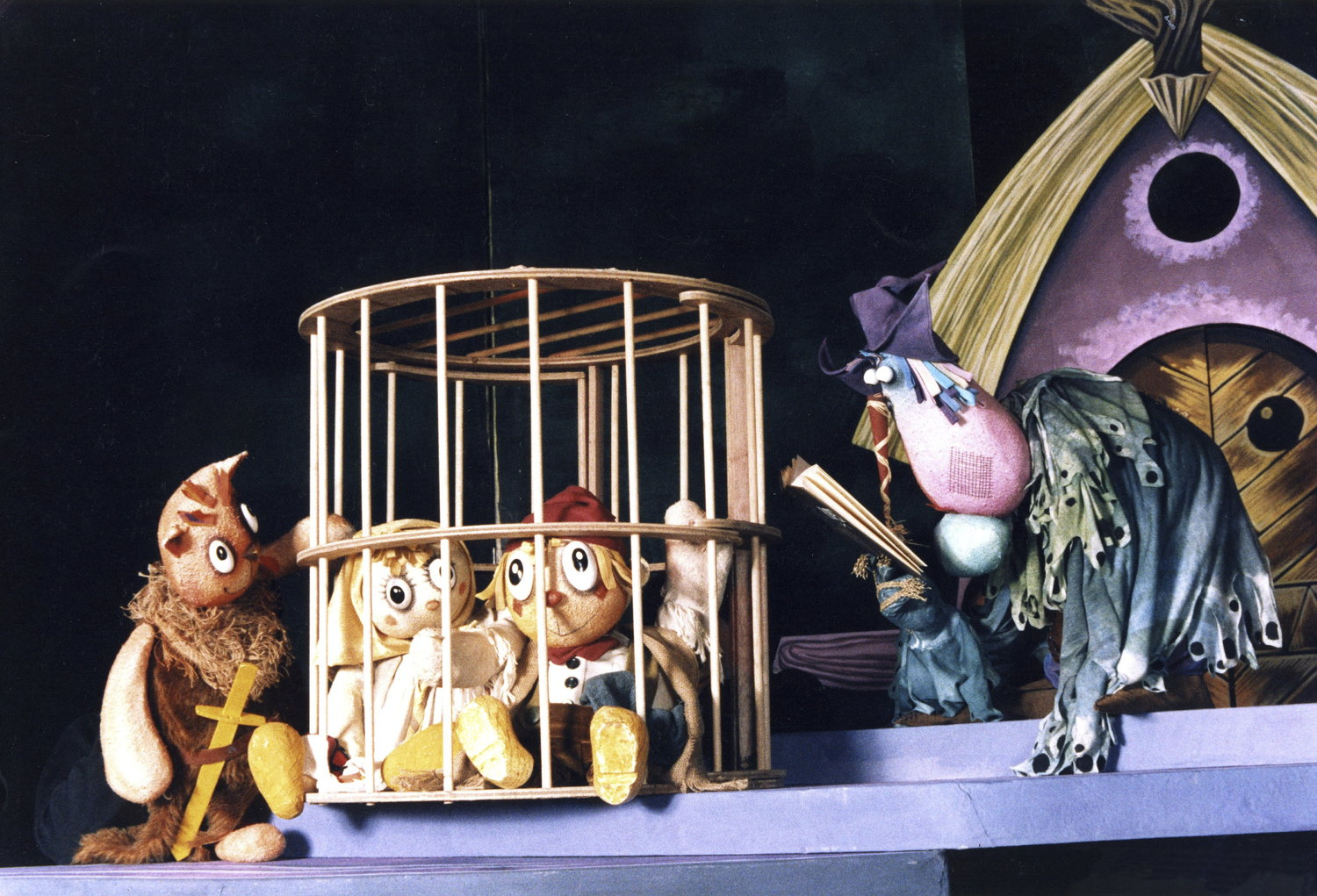 <em>Hansel and Gretel</em> (1985) par le Cannon Hill Puppet Theatre (Birmingham, Royaume-Uni), mise en scène : Simon Painter, conception et fabrication : John M. Blundall. Marionnettes à tiges. Photo: John M. Blundall