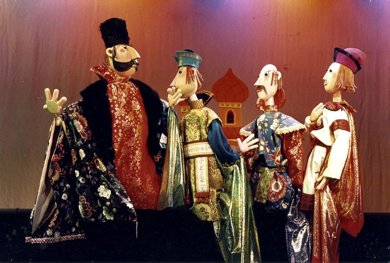 Tales from the Land of the <em><em>Fire</em>bird</em> (1989) par le Cannon Hill Puppet Theatre (Birmingham, Royaume-Uni), mise en scène : Simon Painter, conception et fabrication : John M. Blundall. Marionnettes à tiges. Photo: John M. Blundall