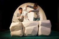 <em>The Journey Home</em> (2015) par le Little Angel Theatre (Londres, Royaume-Uni), mise en scène : Steve Tiplady, conception : Sally Connie Todd, fabrication de marionnettes : Michael Fowkes. Marionnettes sur table, hauteur : 30 cm. Photo: Ellie Kurttz