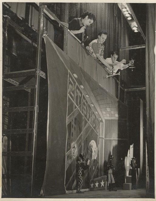 Répétition de <em>La boîte à joujoux</em> (1955) d'après Igor Stravinsky par Les Marionnettes de Montréal pour l'Opéra de Montréal, mise en scène : Micheline Legendre