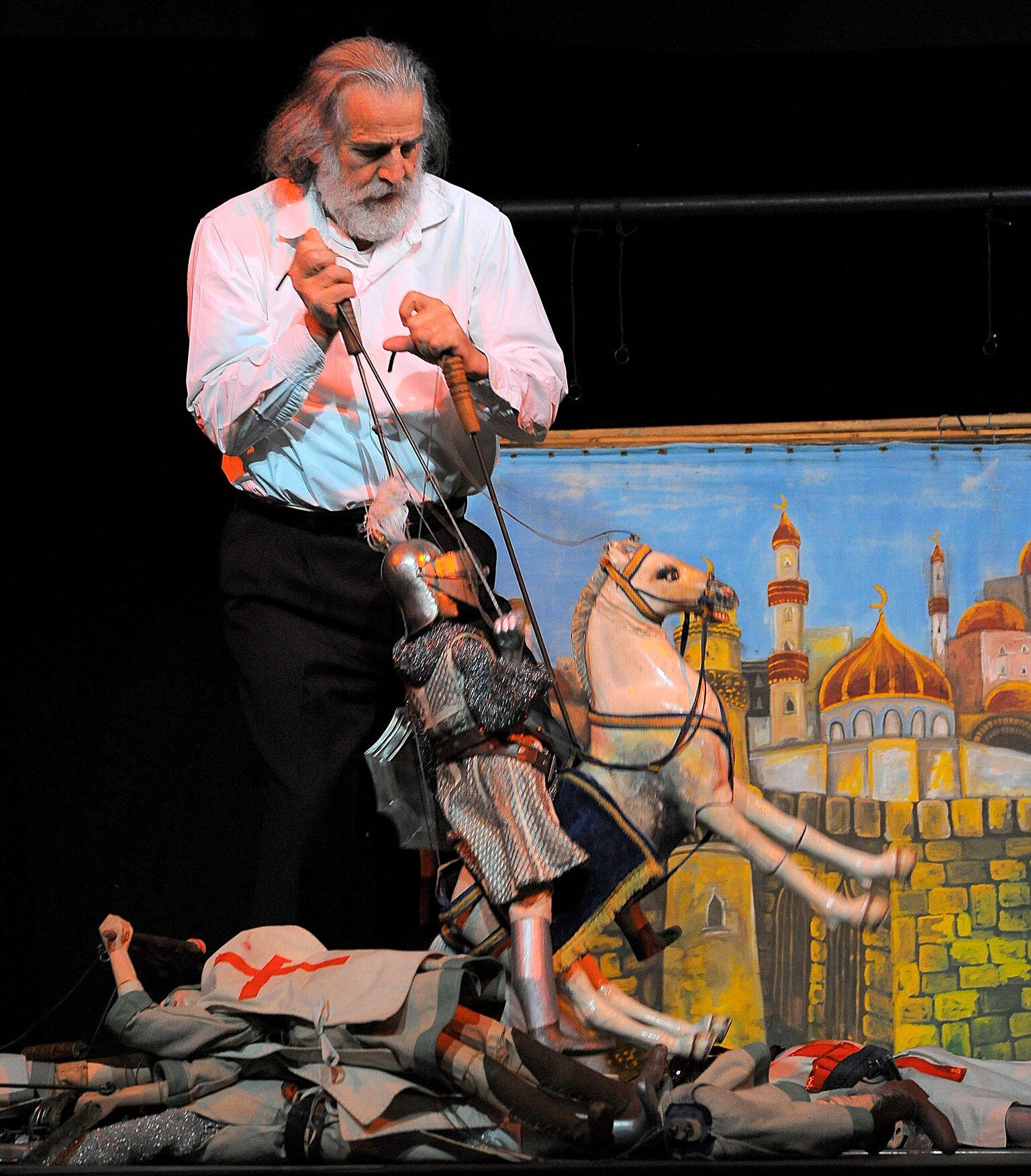Italian puppeteer, <em>puparo</em> and <em><em>c</em>untista</em>, Mimmo Cuti<em>c</em><em>c</em>hio (Si<em>c</em>ily, Italy, 1948- ), performing <em>opera dei pupi</em>, string marionette theatre in the Palermo style. Photo courtesy of Figli d'Arte Cuticchio