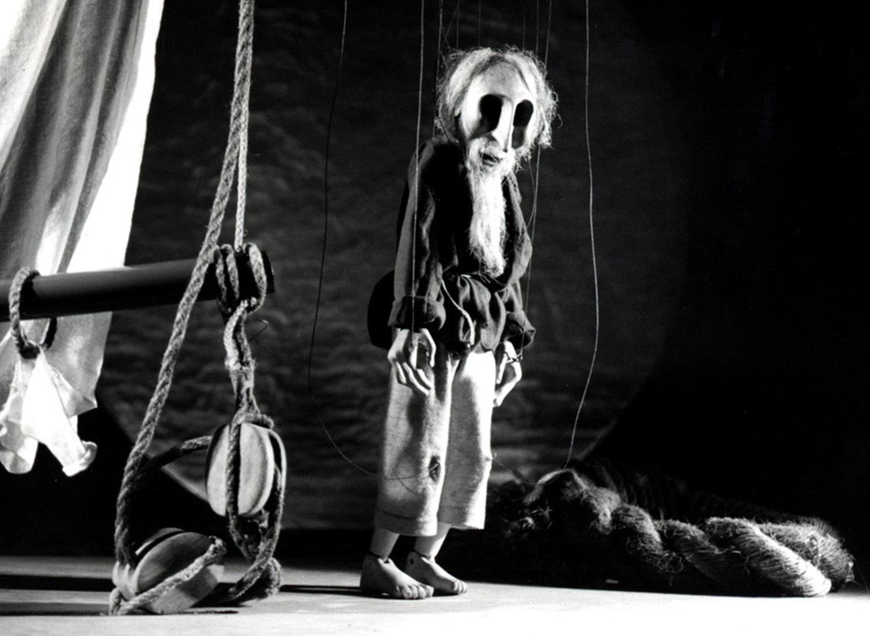 <em>The Ancient Mariner</em>, in <em>The Ancient Mariner</em> (1980) by Movingstage Marionette Co. (Hackney, London, UK), performed on the company's Puppet Theatre Barge (River Thames), direction: Juliet Rogers, design/construction: Gren Middleton. Long string puppet, height: 50 cm. Photo: Gren Middleton