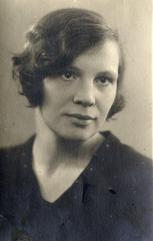 Nina Guernet (1899-1982), auteur et dramaturge russe (photo des années trente). Photo réproduite avec l'aimable autorisation de Collection : Gosudarstvenny akademichesky tsentralny teatr kukol imeni S. V. Obraztsova, Musée de la Marionnette (Moscou, Russie)