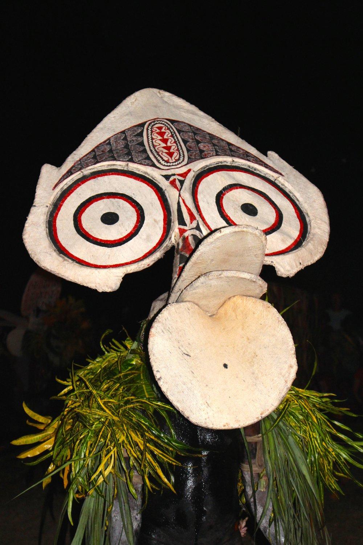 Primer plano de la más<em>c</em>ara que representa un espíritu del bosque, danzado por los hombres de Baining en una de sus aldeas, en las montañas de la península de Gazelle de Nueva Bretaña <em>Or</em>iental, Papúa Nueva Guinea, durante el National Mask Festival de 2015. Foto: Judy Ryon