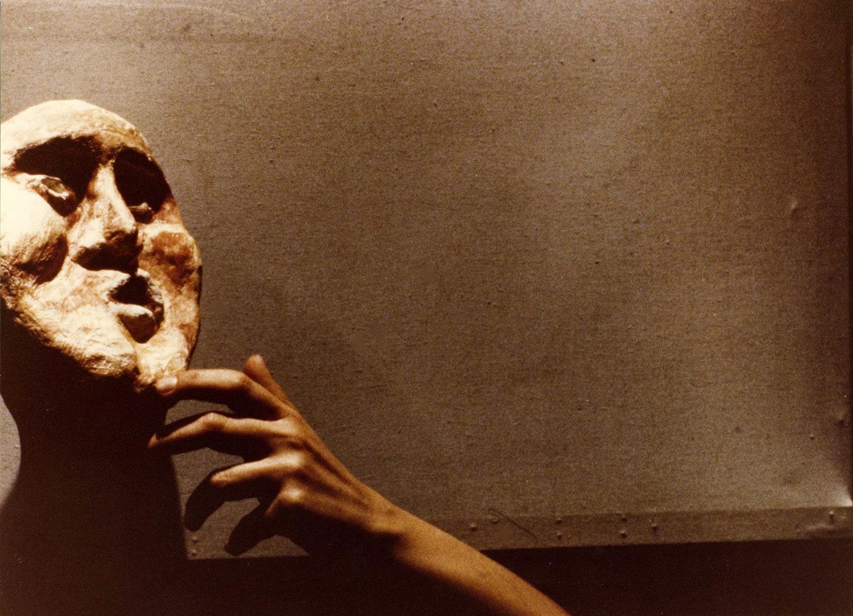 <em>Signori, la marionetta!</em> (Rome, New York, 1979) par Edward Gordon Craig, une production de Nuova Opera dei Burattini, mise en scène : Michele Mirabella, scénographie : Enrica Biscossi et Maria Signorelli. Photo réproduite avec l'aimable autorisation de Collezione Maria Signorelli