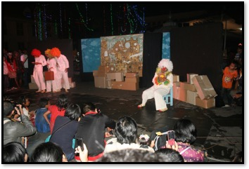 Papermoon, an innovative experimental Indonesian puppet theatre based in Yogyakarta, Central Java, created by Maria (Ria) Tri Sulistyani and Iwan Effendi. Photo courtesy of UNIMA-Indonesia