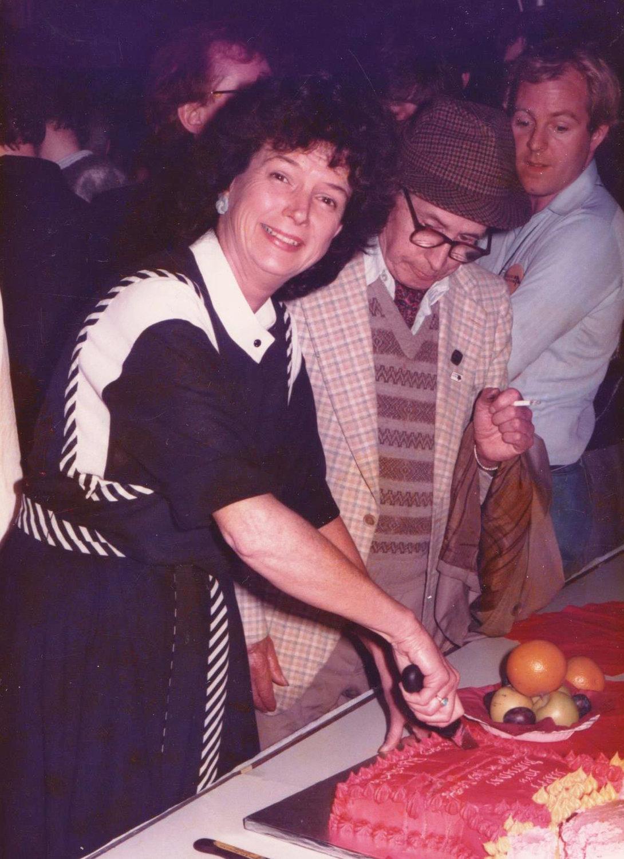 Penny Francis à la fête du 10e anniversaire du Puppet Centre Trust (1984). Photo réproduite avec l'aimable autorisation de Penny Francis