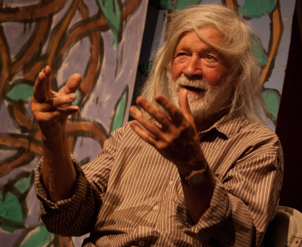 Peter Schumann, titiritero estadounidense, fundador y director del Bread and Puppet Theater. Simposio, Boston College (2013 http://artery.legacy.wbur.org/2013/09/23/peter-schumann-puppet). Foto: Greg Cook