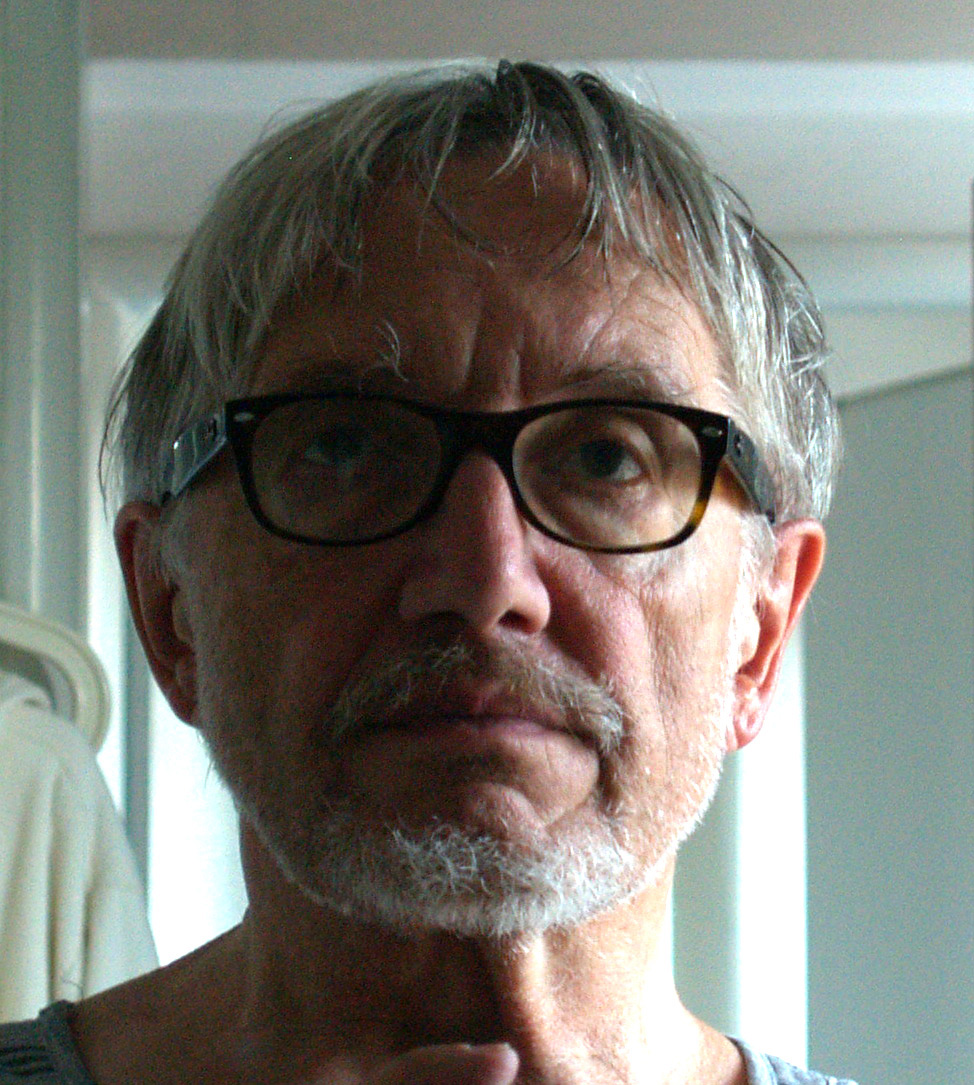 Petr Matásek (né en 1944), scénographe et décorateur tchèque, également pédagogue. Photo réproduite avec l'aimable autorisation de Archives de Loutkář