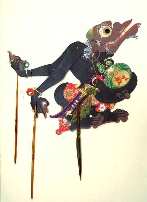 Togog, un serviteur de clown des anti-héros, une marionnette d'ombres de <em>wayang</em> kulit créée par le <em>dalang</em> indonésien de Yogyakarta, Sigit Sukasman. Collection : Center for Puppetry Arts (Atlanta, Georgia, États-Unis)