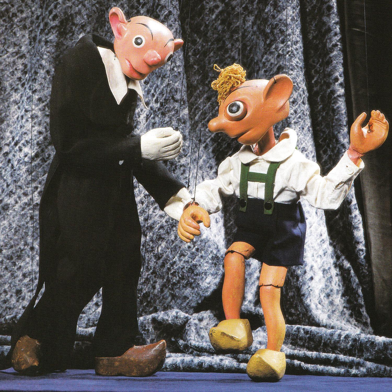 Spejbl et Hurvínek, personnages comiques populaires du théâtre de marionnettes tchèque créé par Josef Skupa. Marionnettes à fils originales de Josef Skupa construites en bois et tissu (1920-1926), hauteur : 60-80 cm, conception : Karel Nosek (Spejbl), Gustav Nosek (Hurvínek). Photo réproduite avec l'aimable autorisation de Archives de Loutkář