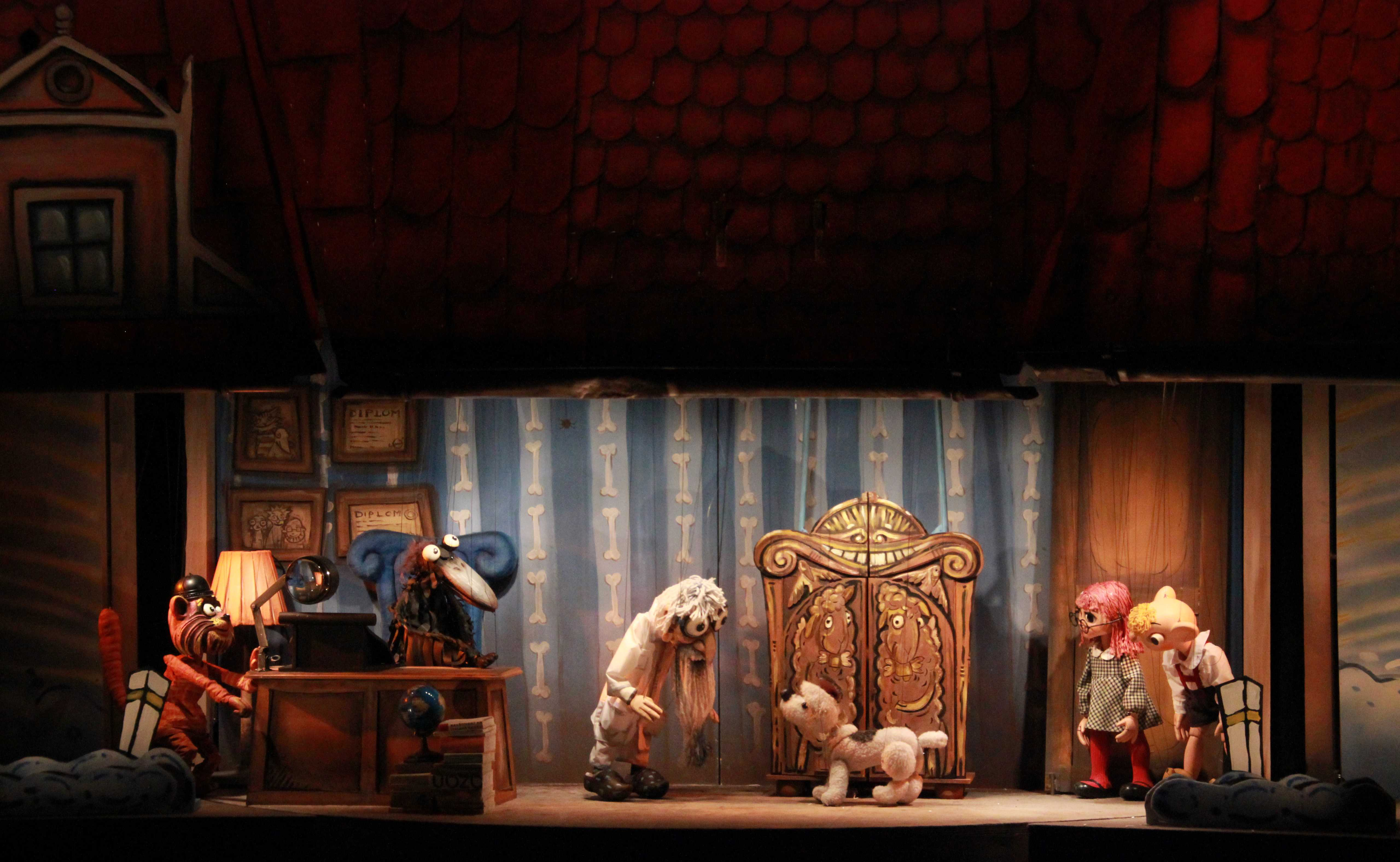 <em>Hurvínkova nebesíčka</em> (2013) par Divadlo Spejbla a Hurvínka (Prague, République tchèque), mise en scène : Ondřej Lážnovský, conception / scénographie : Denisa Abrhámová-Grimmová. Photo: Denisa Kirschnerová