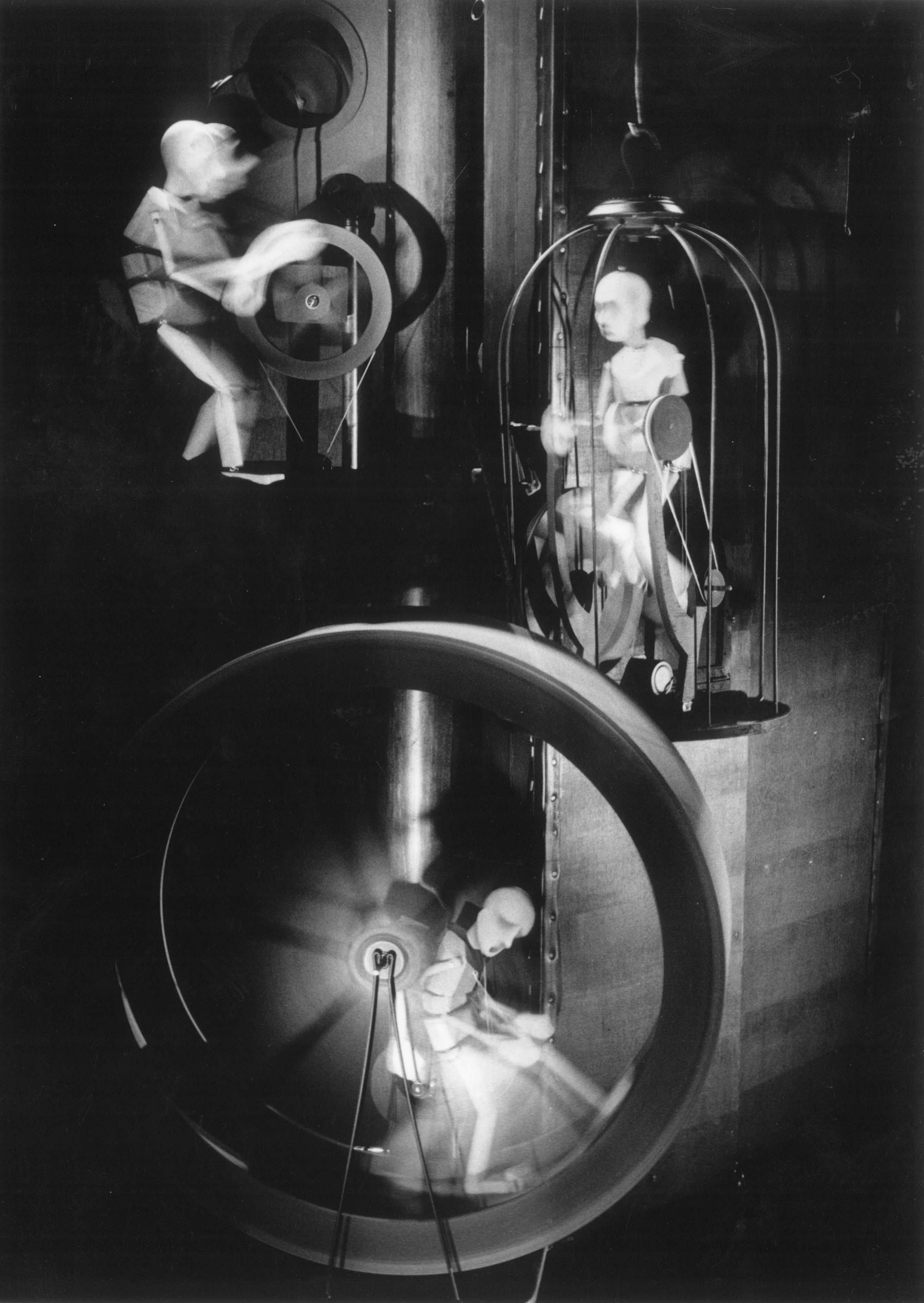 Machine, dans <em>The Seed Carriers</em> (1995) par Stephen Mottram's Animata (Oxford, Royaume-Uni), mise en scène : Melanie Thompson, conception et fabrication : Stephen Mottram. Techniques multiples. Photo: Simon Annand