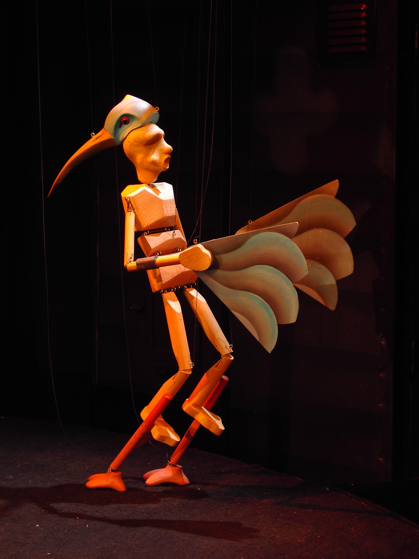 Birdman, dans <em>The Seed Carriers</em> (1995) par Stephen Mottram's Animata (Oxford, Royaume-Uni), mise en scène : Melanie Thompson, conception et fabrication : Stephen Mottram. Marionnette à fils, hauteur : 50 cm. Photo: James Lewis