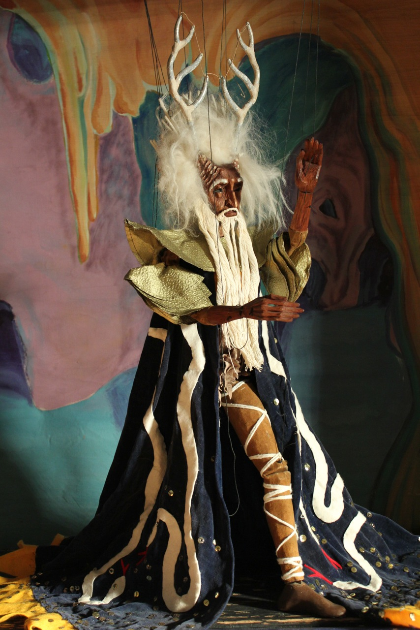 Troll <em>Ki</em>ng, string puppet, height: 74 cm, from <em>Peer Gynt</em> by Tatterman Marionettes. Photo courtesy of Collection: The Cook/Marks Collection, Northwest Puppet Center (Seattle, Washington, United States). Photo: Dmitri Carter