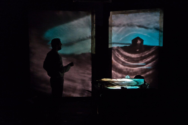 <em>Donna di Porto Pim</em> (2013), une coproduction de Teatro Gioco Vita (Piacenza, Italie) et Théâtre de Bourg-en-Bresse (France), mise en scène : Fabrizio Montecchi. Photo: Serena Groppelli