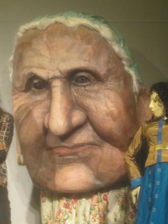 Tête de marionnette géante créée par Theodora Skipitares de Skysaver Productions (2011). Photo: Carol Sterling
