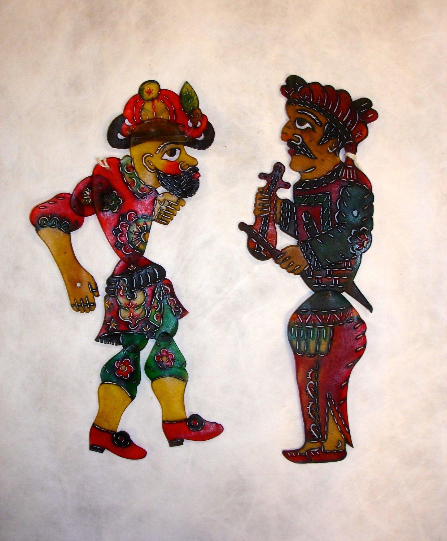 <em>Karagöz</em> et musicien (vers 1900-1930), deux personnages du théâtre d'ombres turc, karagöz. Collection : Patterson Museum, Claremont, Californie, États-Unis