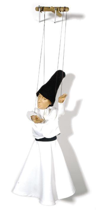 Un derviche tourneur, une marionnette à fils de Vural Arisoy. Photo réproduite avec l'aimable autorisation de UNIMA Turkey (UNIMA Turkiye)