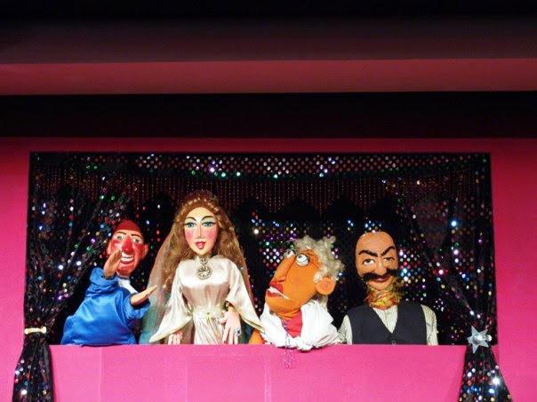 Un spectacle de marionnettes à gaine de Duygu Tansi. Photo réproduite avec l'aimable autorisation de UNIMA Turkey (UNIMA Turkiye)
