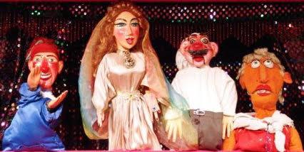 Quatre marionnettes à gaine de Duygu Tansi. Photo réproduite avec l'aimable autorisation de UNIMA Turkey (UNIMA Turkiye)