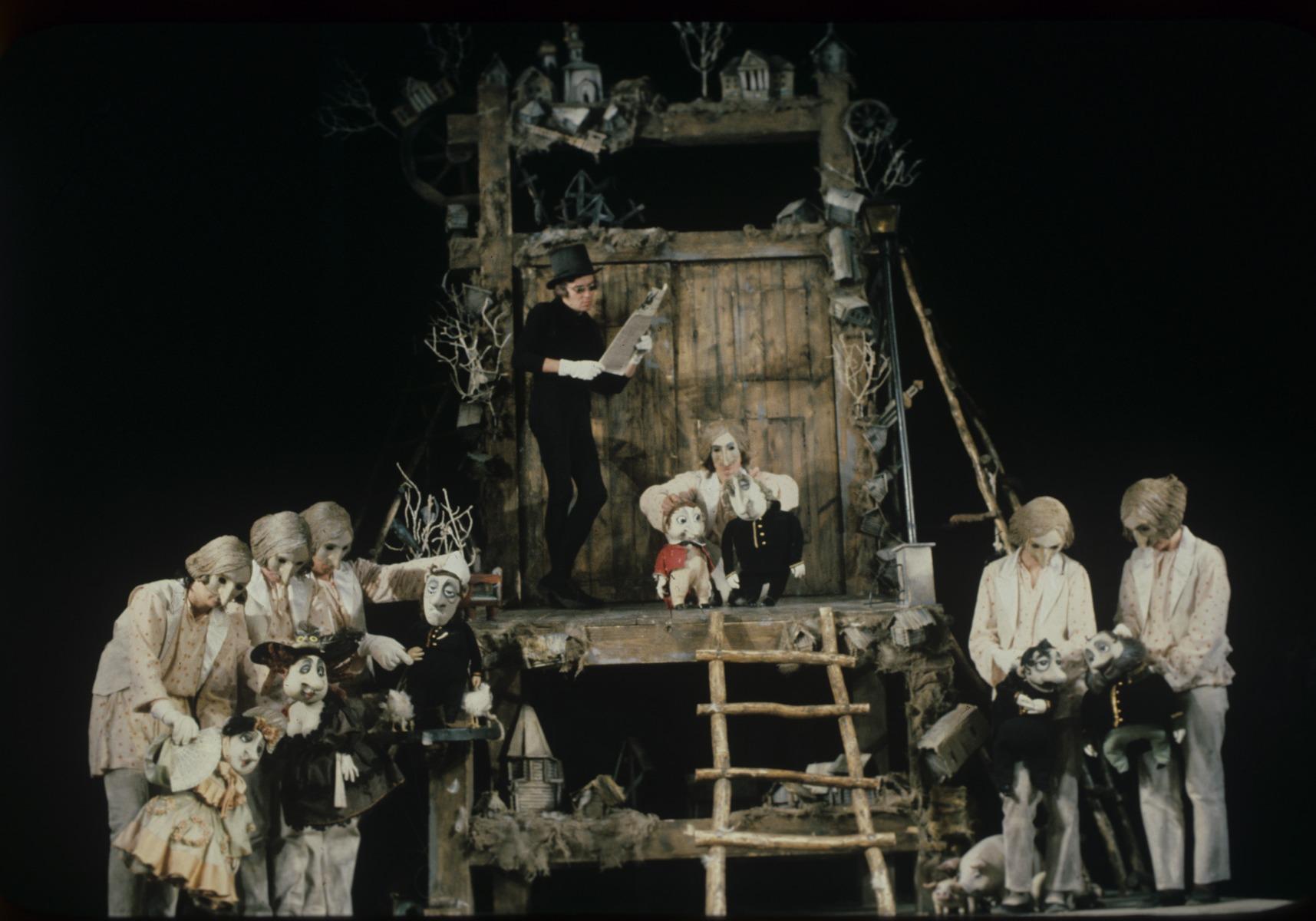 <em>Mertviye dushi</em> (Les Âmes mortes, 1983), d'après le roman de Nicolaï Gogol, par le Chelyabinskiy teatr kukol (Chelyabinsk, Russie), mise en scène : Valeri Volkhovski, scénographie: Elena Loutsenko. Photo: Alexander Lyskin