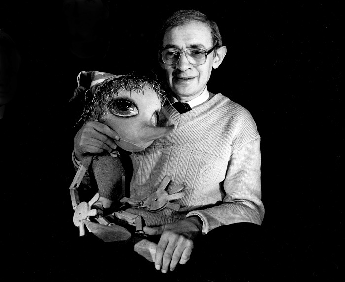 Vladimir Shtein (1940-2000), Russian puppet theatre director and educator, with puppet Buratino (1989). Photo courtesy of Archive of Marina Gribanova, director of Moskovskiy teatr detskoy knigi «Volshebnaya lampa» (Moscow, Russia)