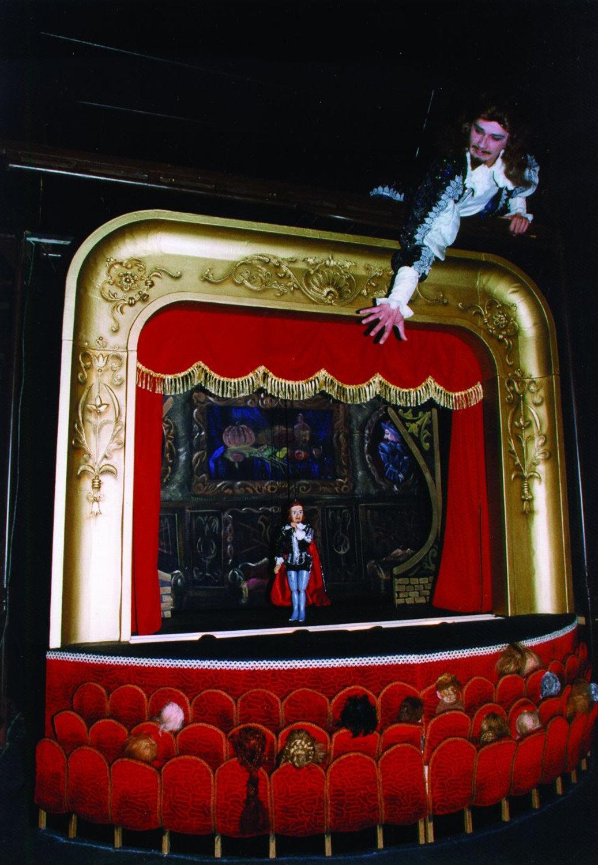 <em>Don Zhuan</em> (Don Juan, 1997) par le Yekaterinburgsky munitsipalny teatr kukol (Ekaterinbourg, Russie), mise en scène : Alexandre Borok, Sergueï Plotov, scénographieet conception des marionnettes : Loulia Selavri. Photo réproduite avec l'aimable autorisation de Yekaterinburgsky teatr munitsipalny kukol