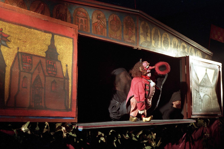 <em>Petrica Kerempuh i spametni osel</em> (estreno: 1995) por Zagrebačko kazalište lutaka (Zagreb, Croacia), puesta en escena, escenografía y creación de títeres: Zlatko Bourek. Foto: Ivan Špoljarec