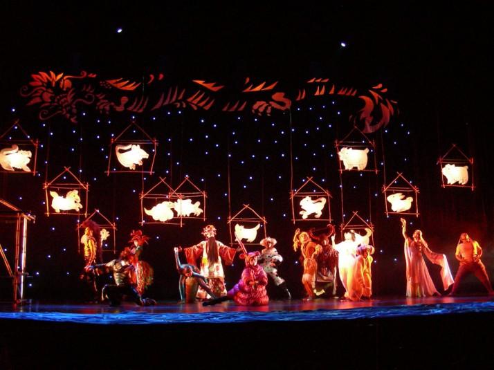 <em>Dragon Child</em> (2008, Pékin, Chine) par China Children's Art Theatre, mise en s<em>c</em>ène : Peter J. Wilson. Photo réproduite avec l'aimable autorisation de Peter J. Wilson
