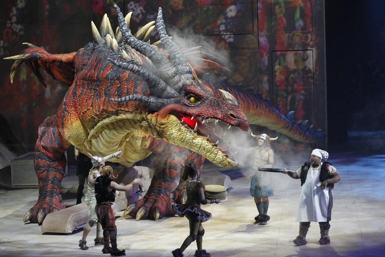 Nightmare par Creature Te<em>c</em>hnology Co. (West Melbourne, Vi<em>c</em>toria, Australie), dans How To Train Your Dragon – The Arena Spe<em>c</em>ta<em>c</em>ular (2012), mise en s<em>c</em>ène : Nigel Jamieson, <em>c</em>on<em>c</em>eption de marionnettes : CTC, dire<em>c</em>teur des marionnettes : Peter J. Wilson. Photo: Jeff Busby